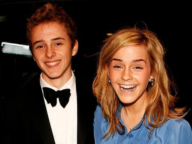 Celebrities And Their Siblings 84 Pics Celebrities Celebrity Portraits Alex Watson