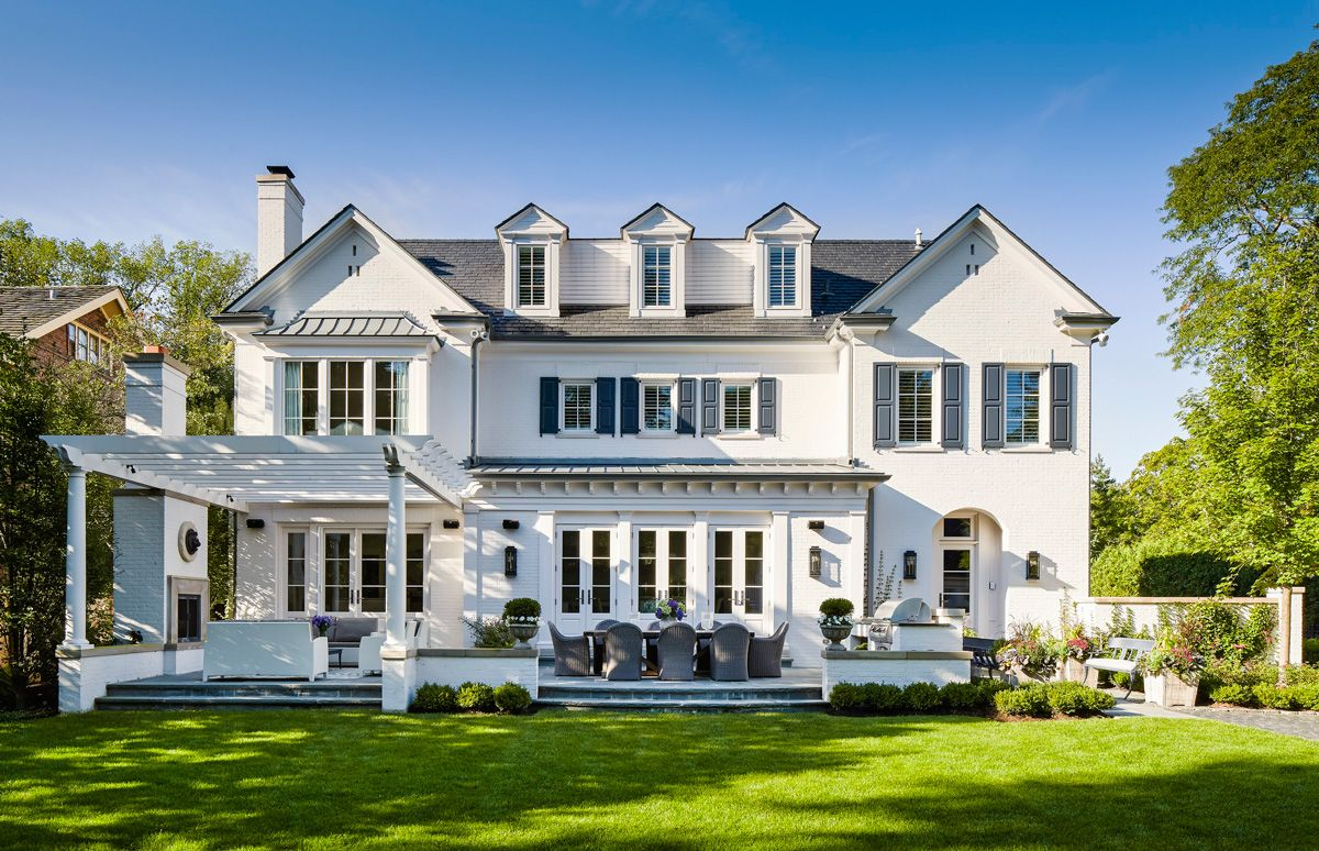 Clean lines and gracious proportions paired with a hefty for Classic chicago house