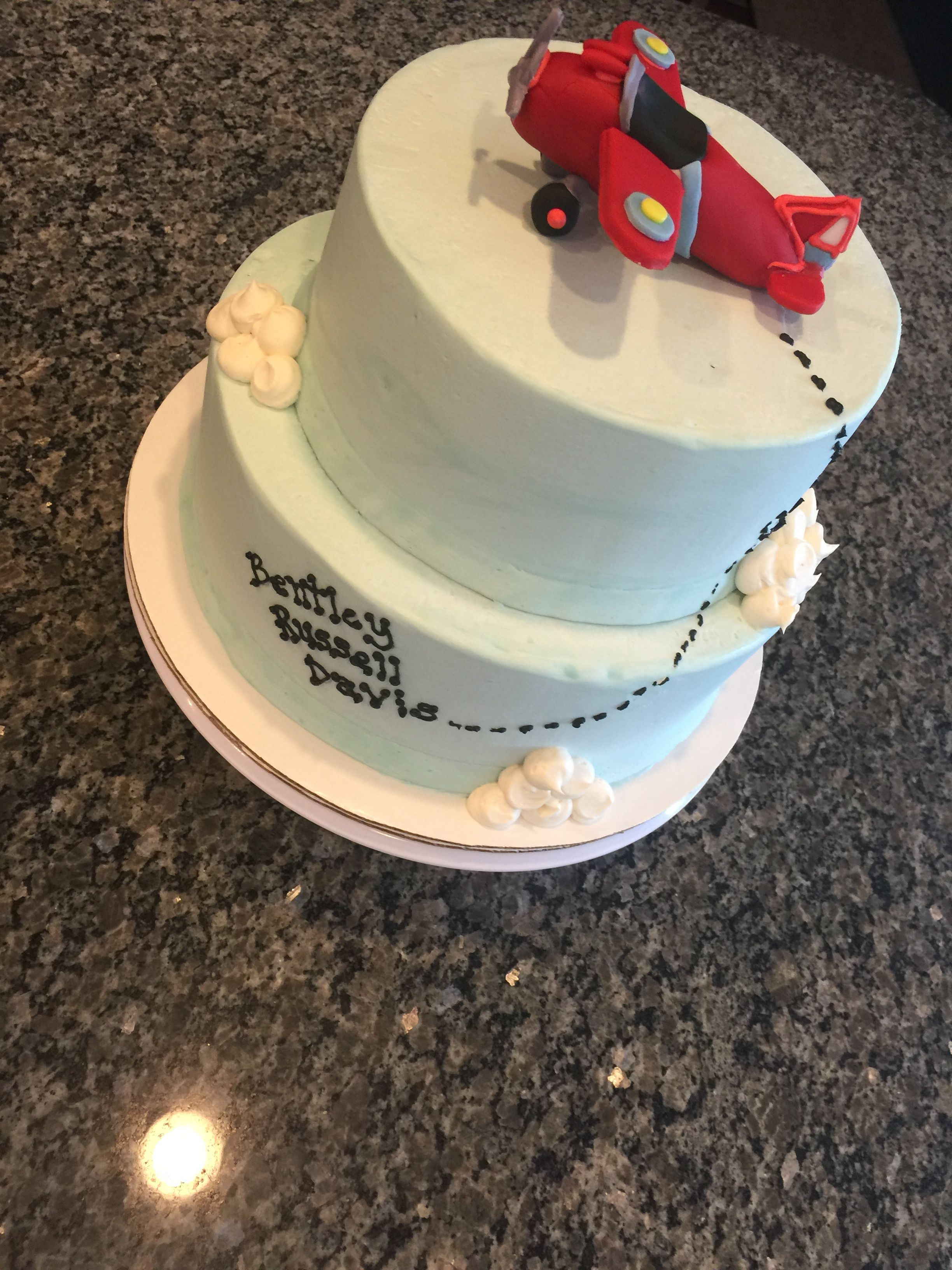 Aviator cake with cookie favors to match airplane fondant