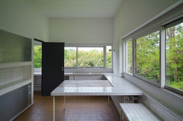 villa savoye bright kitchen villas kitchens and architects. Black Bedroom Furniture Sets. Home Design Ideas