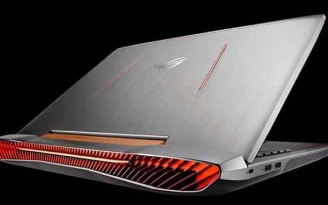 Ecco il nuovo accattivante gaming notebook Asus ROG G752 Davvero notevole questo portatile per il quale si sprecano tutti gli aggettivi: la ghiera posteriore per la dissipazione del calore è qualcosa di incredibile. Non so se sia rumorosa ma mi stupirebbe  #computer #notebook #asus #gaming