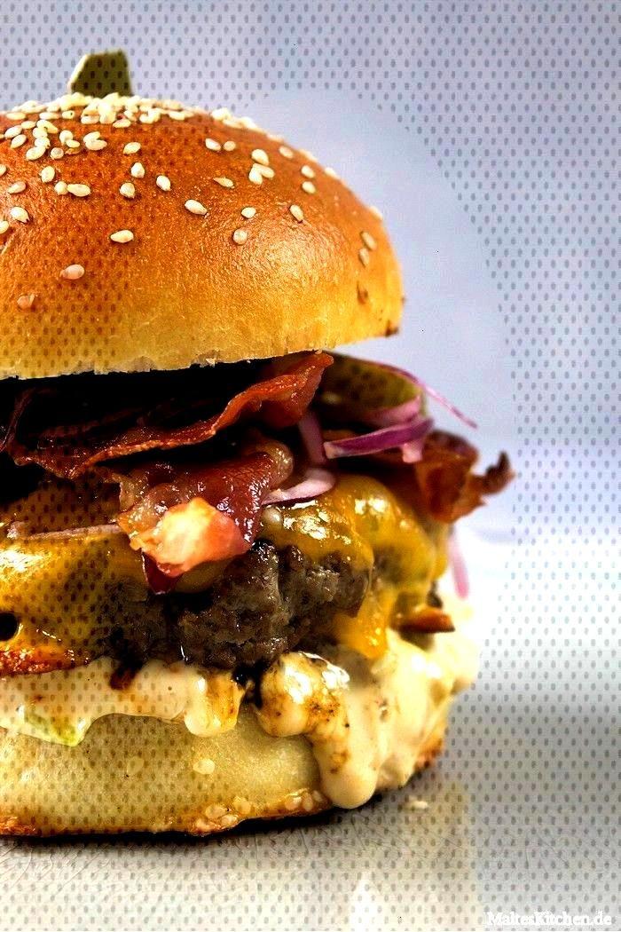 ala Jamie Oliver -  Burger 100% beef in brioche bun with cheddar cheese, lettuce mayo, onions, cucu