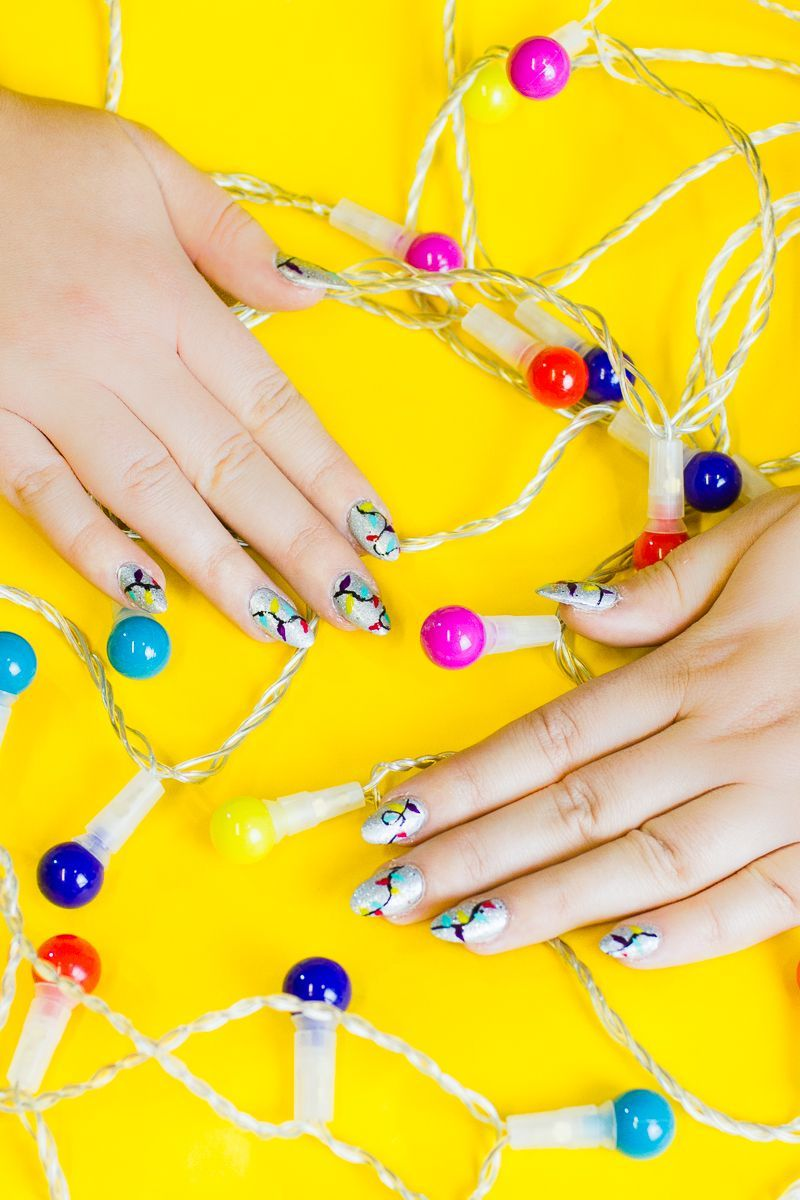CHRISTMAS LIGHT NAILS MANICURE COLOURFUL FESTIVE NAIL ART