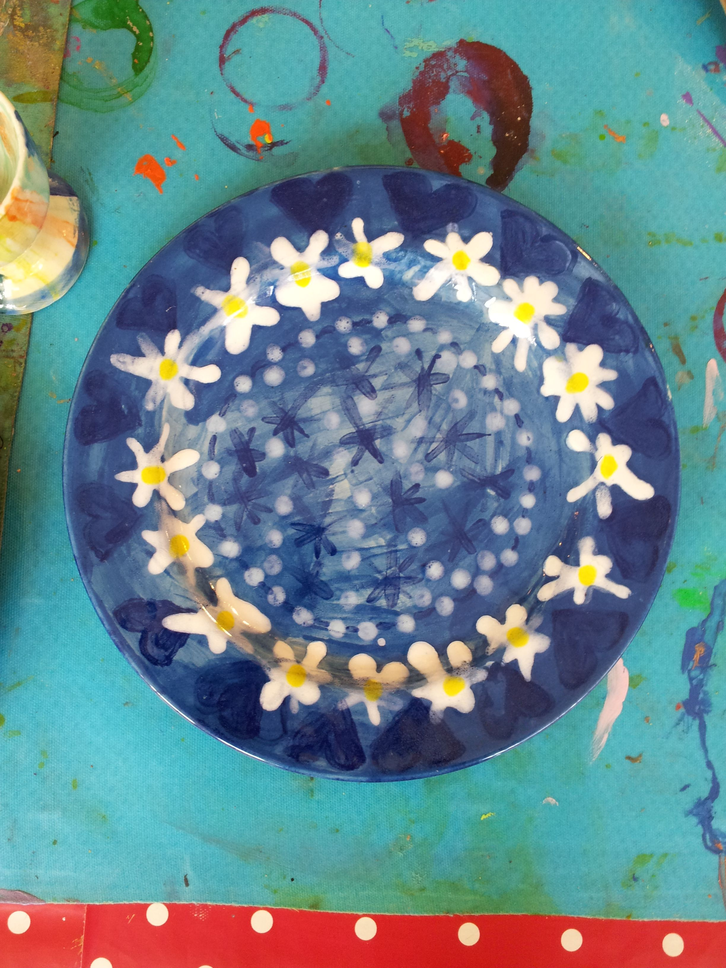 a pretty plate with a daisy pattern on it painted at Faux Arts in Marlborough, in a ceramic drop in