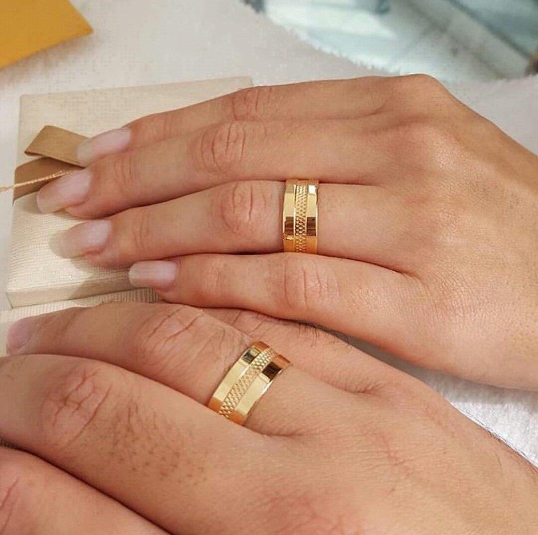 Pin By Jupiter On Dresses Wedding Dresses Couple Wedding Rings