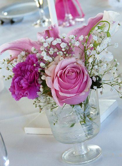tischdeko hochzeit in pink mit rosen rosa und lilie pink. Black Bedroom Furniture Sets. Home Design Ideas