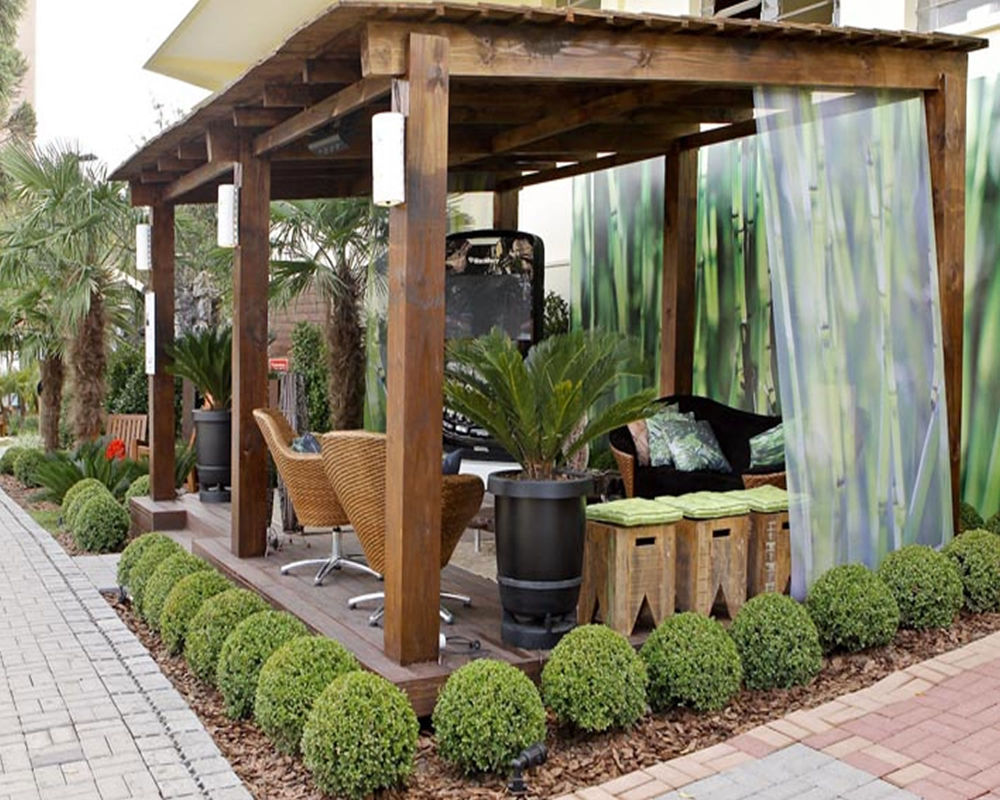 love how those boxwoods are shaped and look land hardscape pinterest terrazas p rgolas. Black Bedroom Furniture Sets. Home Design Ideas