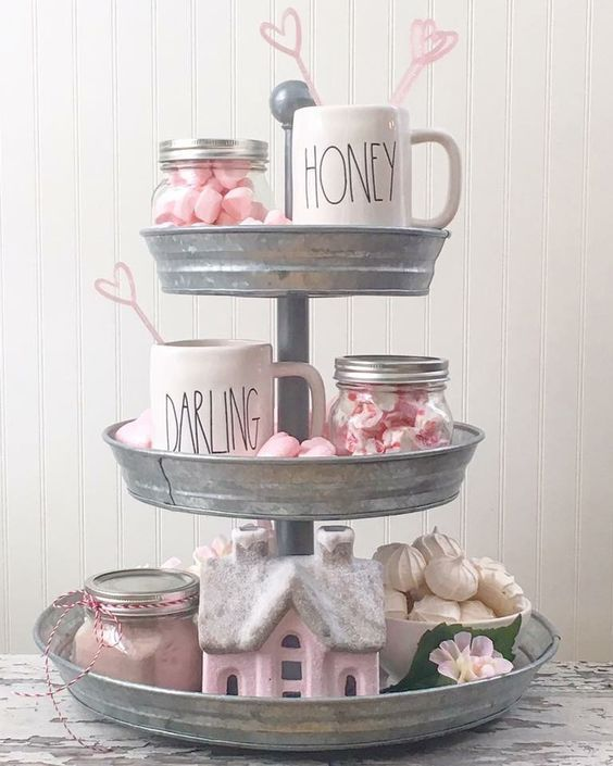 Farmhouse Style Valentine Decor Ideas 03