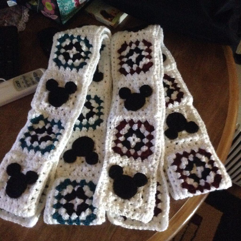 Mickey Mouse granny square scarf | crochet love | Pinterest