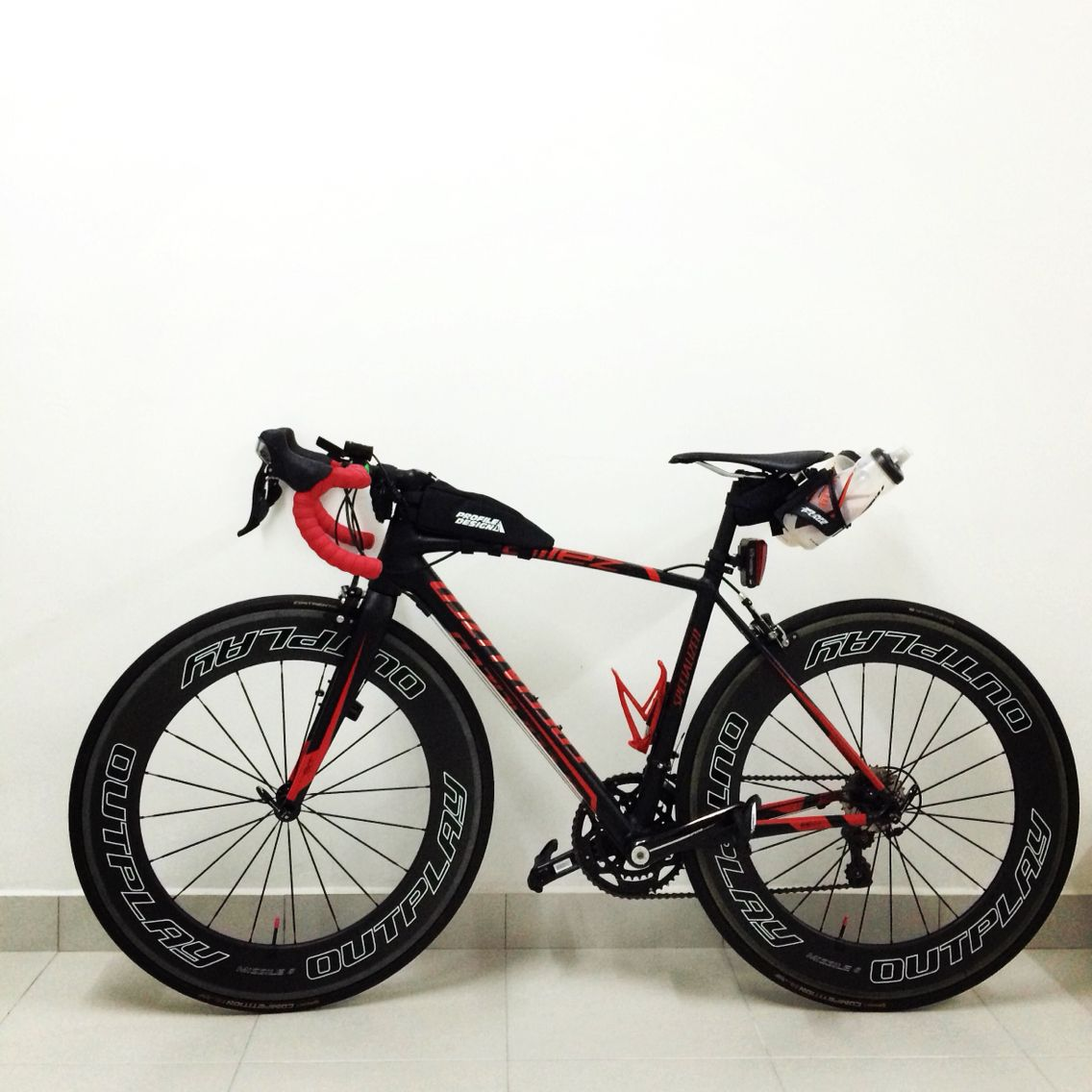 My Specialized Allez Race model 2013 with Outplay Missile 8