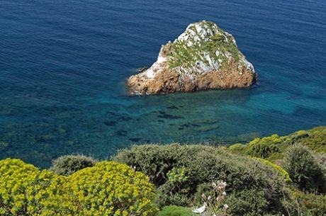 Baie e approdi da favola: tutto lo spettacolo della Sardegna del sud in barca a vela