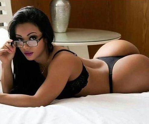Amateur brunette ass