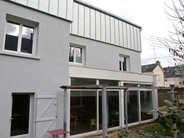 Avant/Après : Une surélévation zinc transforme une maison rennaise
