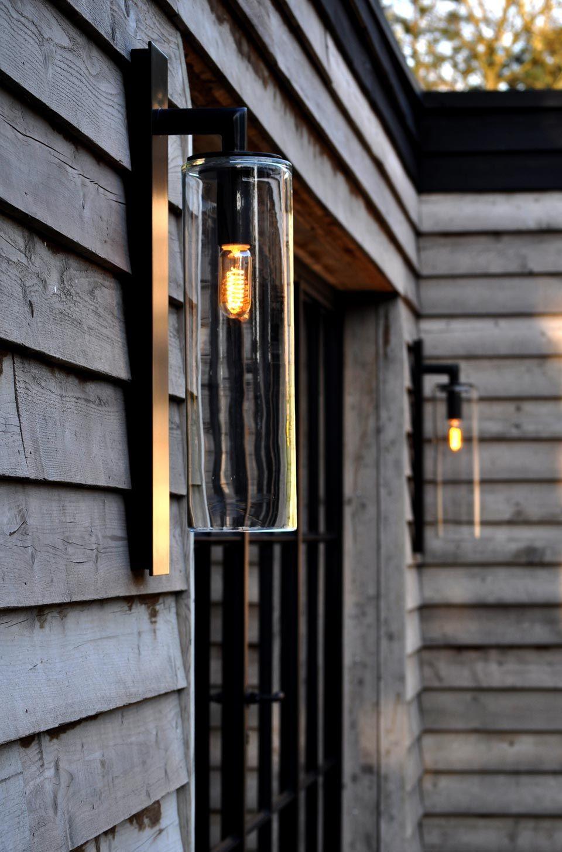 applique d'extérieur dome noire en aluminium et verre clair. royal