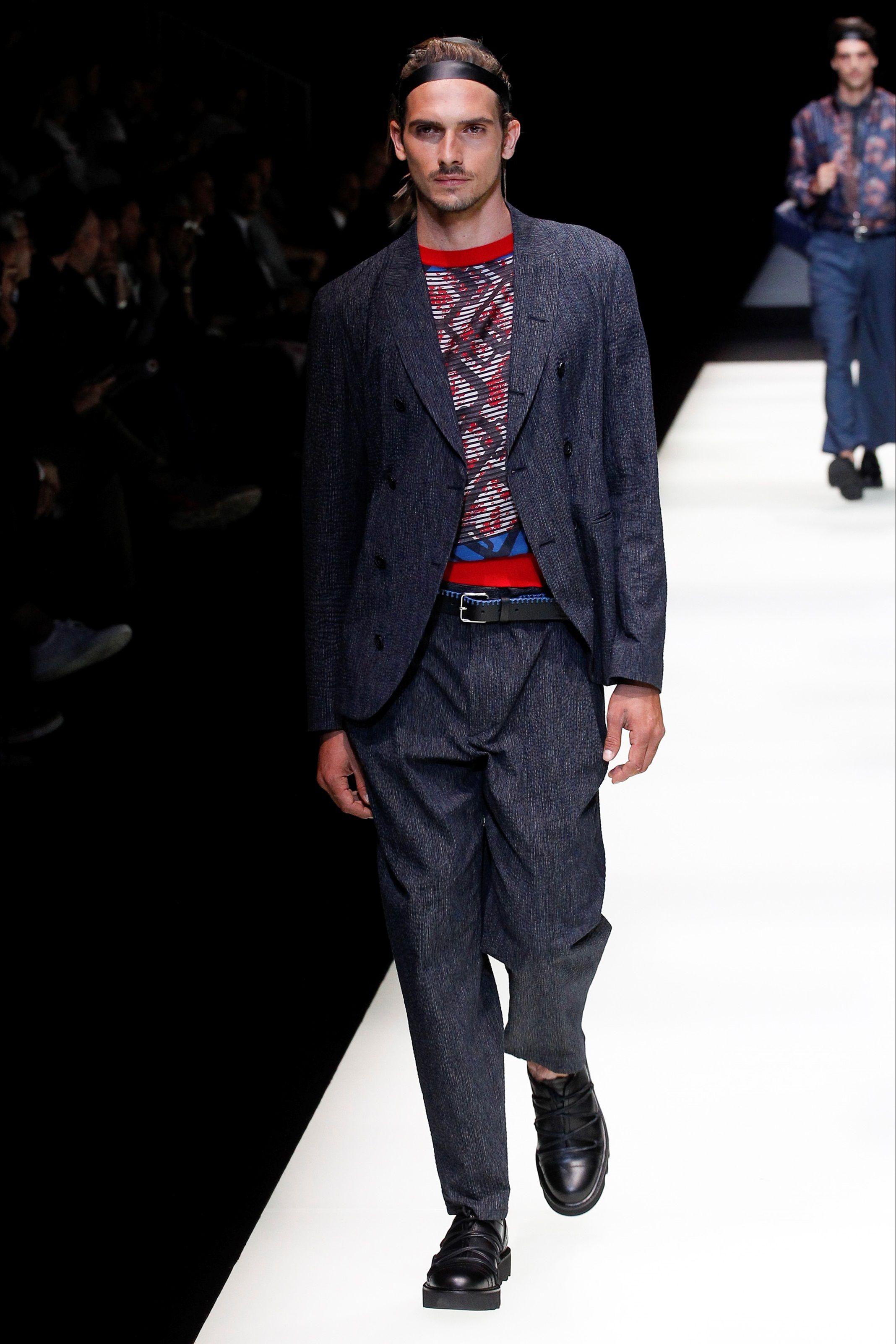 cheaper bd35c b18d0 Guarda la sfilata di moda uomo Emporio Armani a Milano e ...