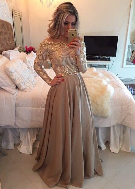 pin von maddie sewell auf prom pinterest satinkleid atemberaubende kleider und kleider. Black Bedroom Furniture Sets. Home Design Ideas