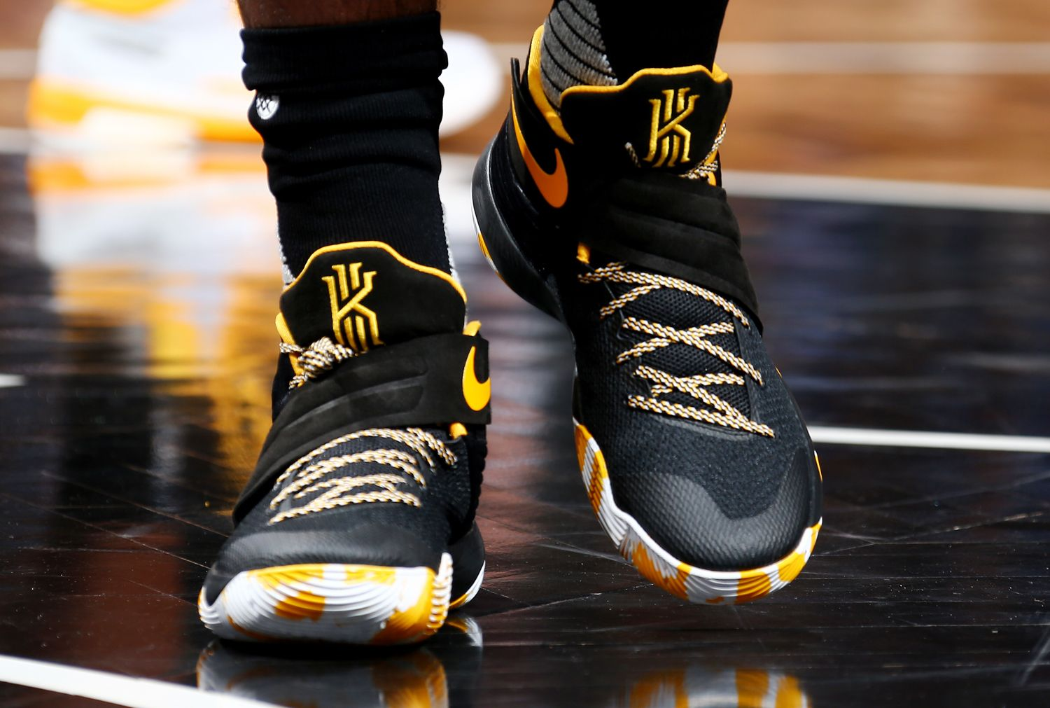 online store 8e80f 241f1 kyrie 2 white black and gold