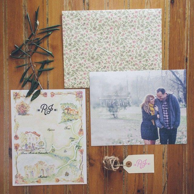 ¡Idea! Usa las fotos de tu preboda para las invitaciones  #labodaderuthyjavi #cuentibodas // Foto de @jimenaroquero // www.bodasdecuento.com