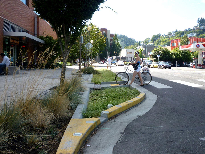 Portland Green Streets : Traffic Calming SuDS   Curb ...