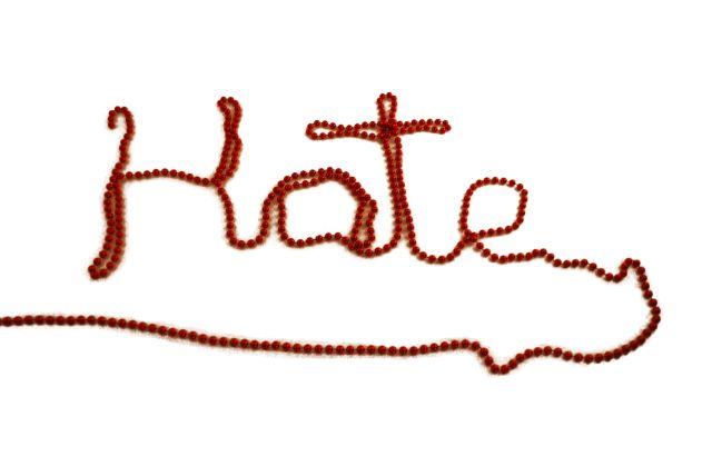 """""""Placer, odio y recompensa"""", de Camino García. Un estudio aporta nuevos datos a la aseveración de que podemos sentir placer o bienestar cuando vemos sufrir a los que odiamos.  http://mqciencia.com/2013/11/27/placer-odio-y-recompensa/"""