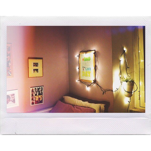 Xmas lights in bedroom/ pimp your room by Lisa Brozzetti