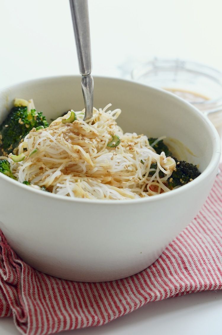 Creamy Garlic + Miso Noodle Bowl // gluten-free, dairy-free, vegan, plant-based #meatlessmonday // via PURE MAMAS