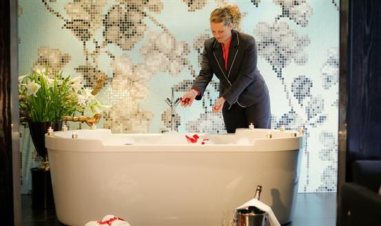 3-Neptunus Suite- hotel Duiven-Arnhem - Win Your Suitest Dreams ...