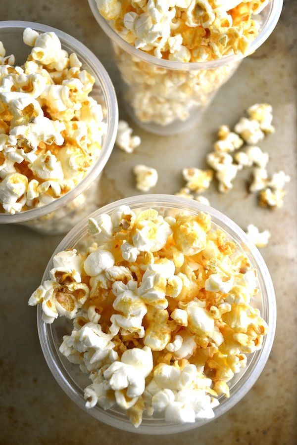 """This honey vanilla popcorn is a healthy version of """"caramel"""" popcorn. This recipe uses no refined sugar and no corn syrup. It's easy to make and has only five ingredients: popped corn, honey, vanilla, butter, and salt. 
