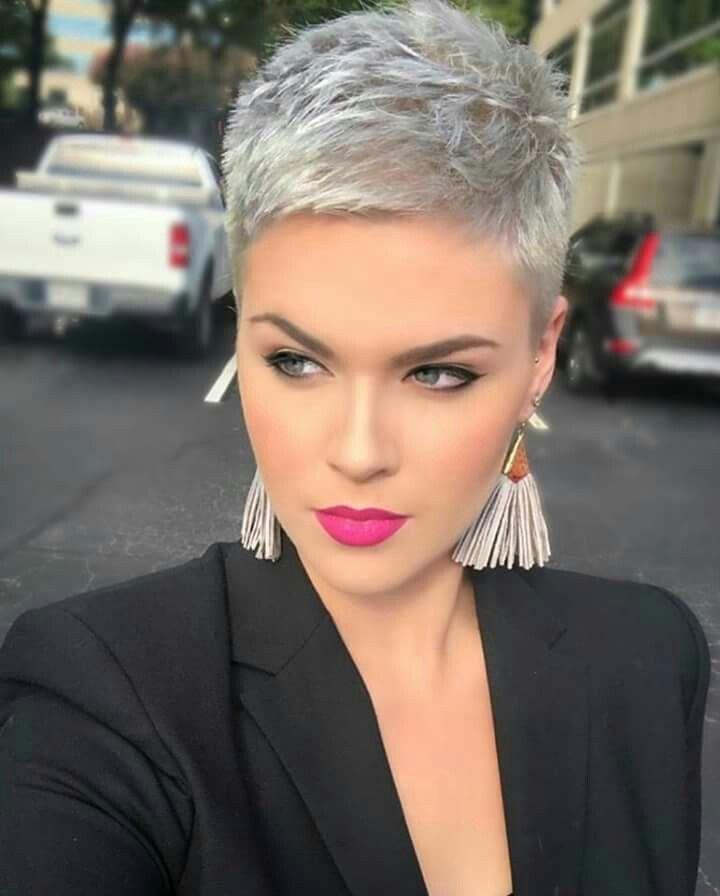 Épinglé par Dianne sur Cheveux gris en 2019 Coiffures