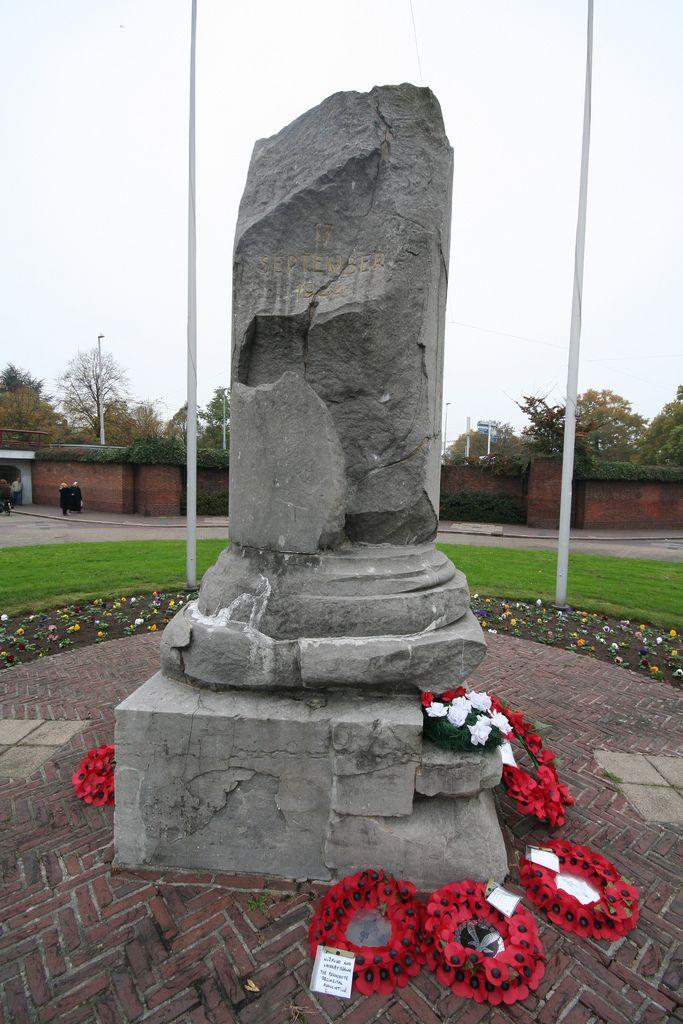 Airborne Monument (Arnhem, Netherland) - from blog.gorekun.com