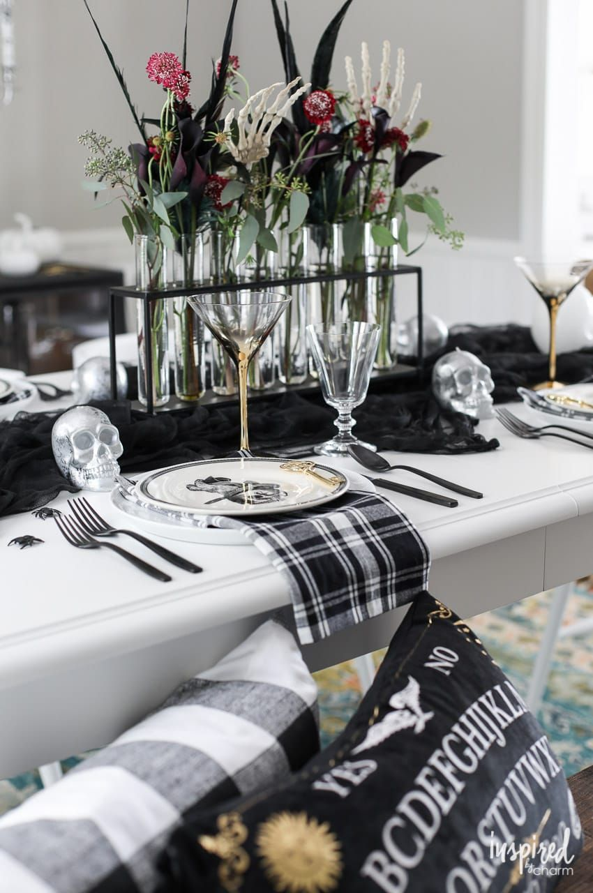 Ideas And Inspiration For Spooky Chic Halloween Table Decorations Halloween De Halloween Table Centerpieces Halloween Table Decorations Halloween Centerpiece
