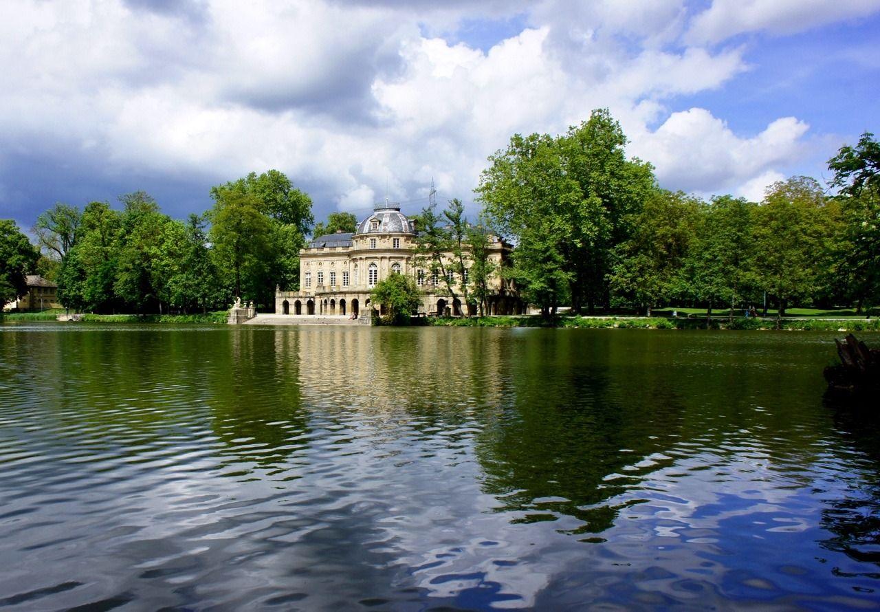 Ludwigsburg Seeschloss Monrepos Enten Geniessen Den Anblick Places In Europe Germany Historic Buildings