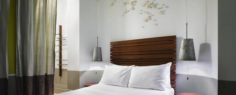 Sugar Bush is a peaceful and contemplative room that brings the freshness of a snow blanketed landscape to the quietest corner of the hotel.