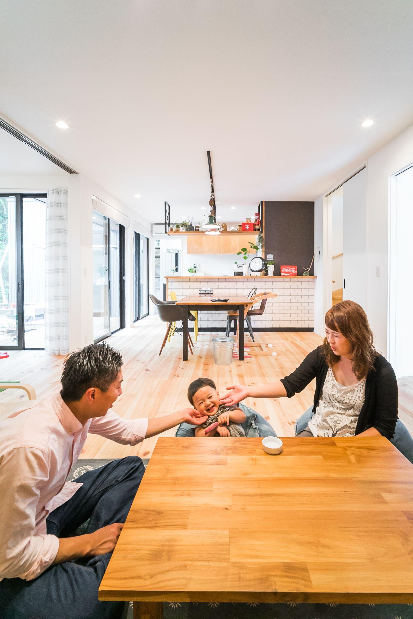 家族の気配を感じる 直線レイアウトのldk ルポハウス 設計事務所