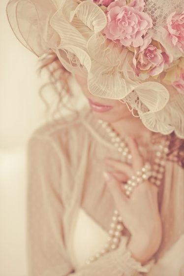 Hat, pearls..so pretty