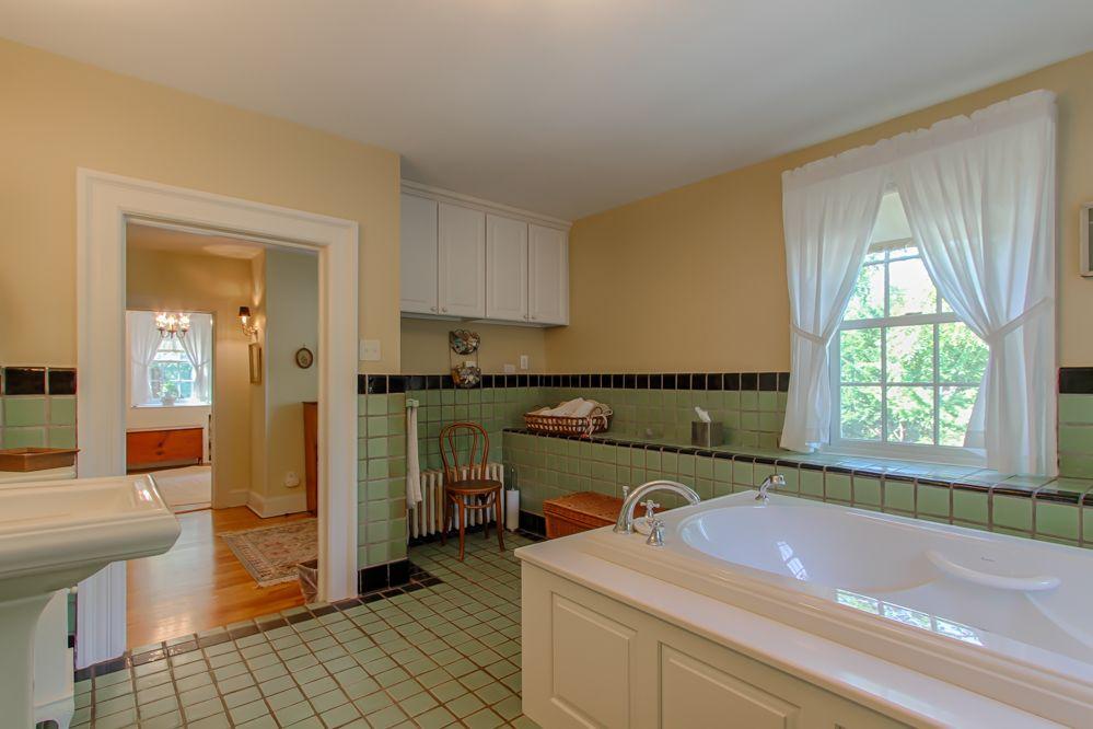 Historic Van Dien House c.1778 - Bathroom