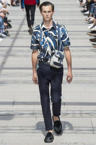 See the complete Louis Vuitton Spring 2017 Menswear collection.