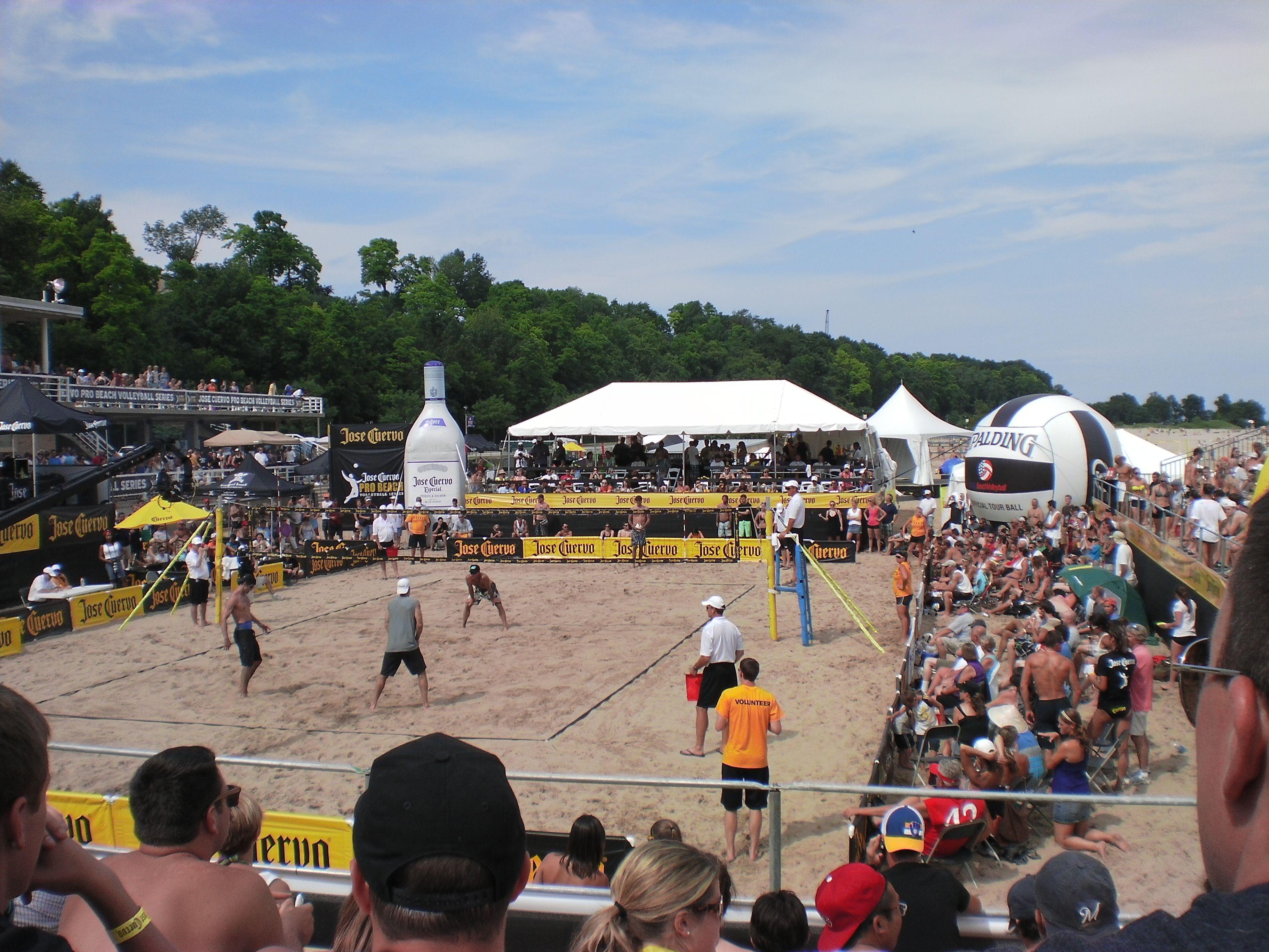 Jose Cuervo Pro Beach Volleyball Tour At Bradford Beach Summer 11 Visit Milwaukee Milwaukee Us Beaches