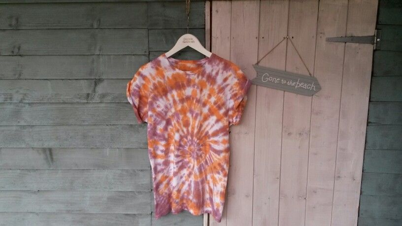 Unisex roll sleeve tee. Red & orange. Size small