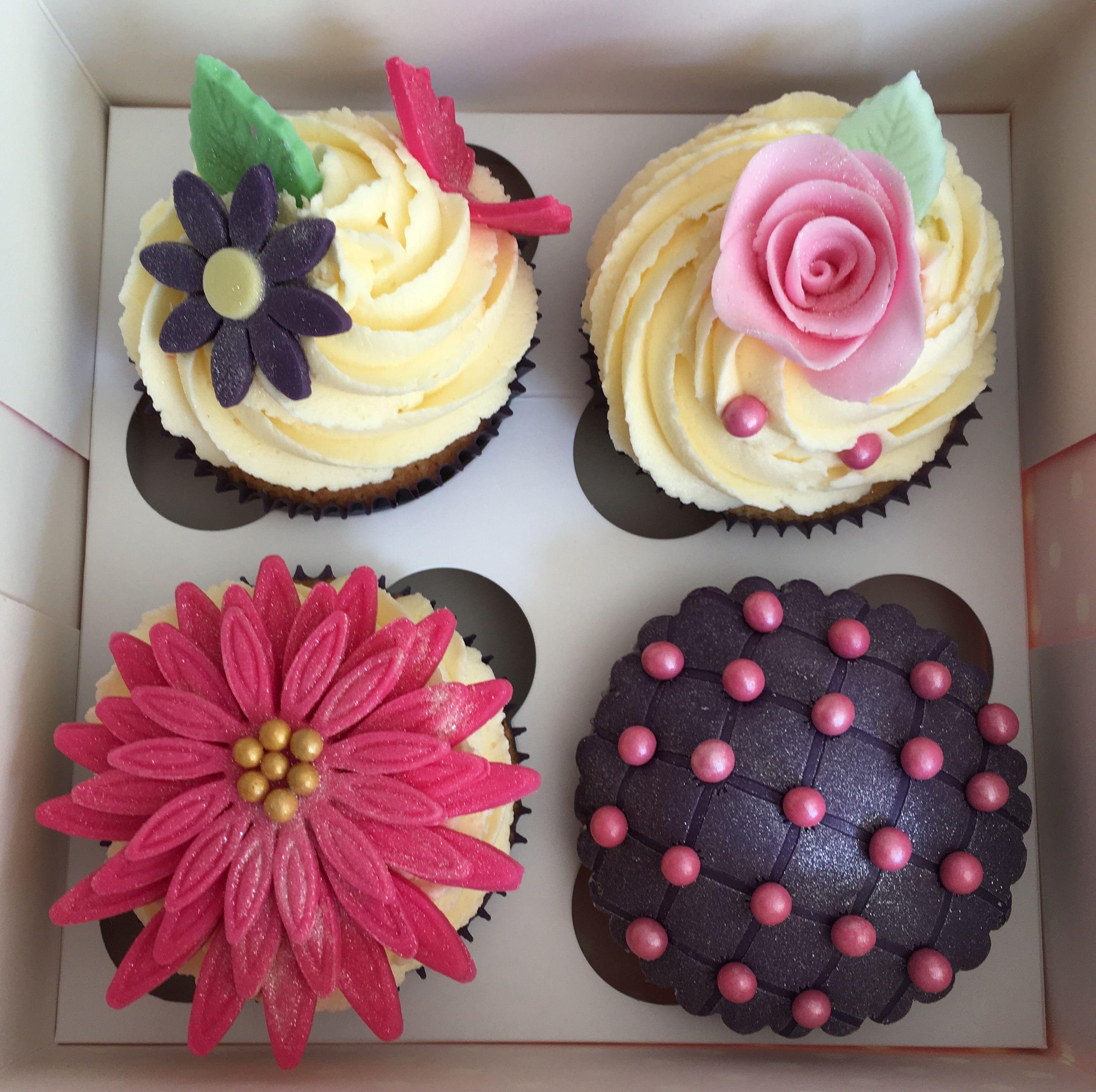 Pretty flower cupcakes for birthday or celebration craftycrusty pretty flower cupcakes for birthday or celebration izmirmasajfo