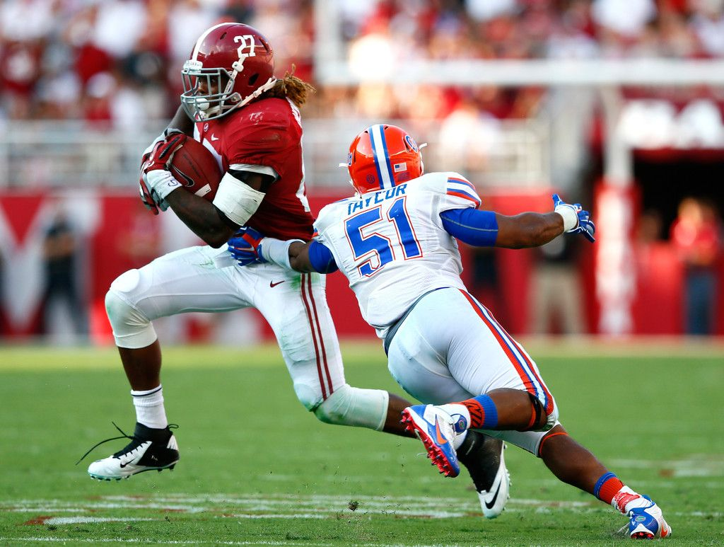 Derrick Henry 27 Of The Alabama Crimson Tide Breaks A Tackle By Michael Taylor 51 Of The Alabama Football Alabama Crimson Tide Football Crimson Tide Football