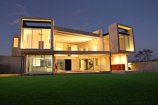 Concrete facade residence with big windows for natural for Case moderne contemporanee