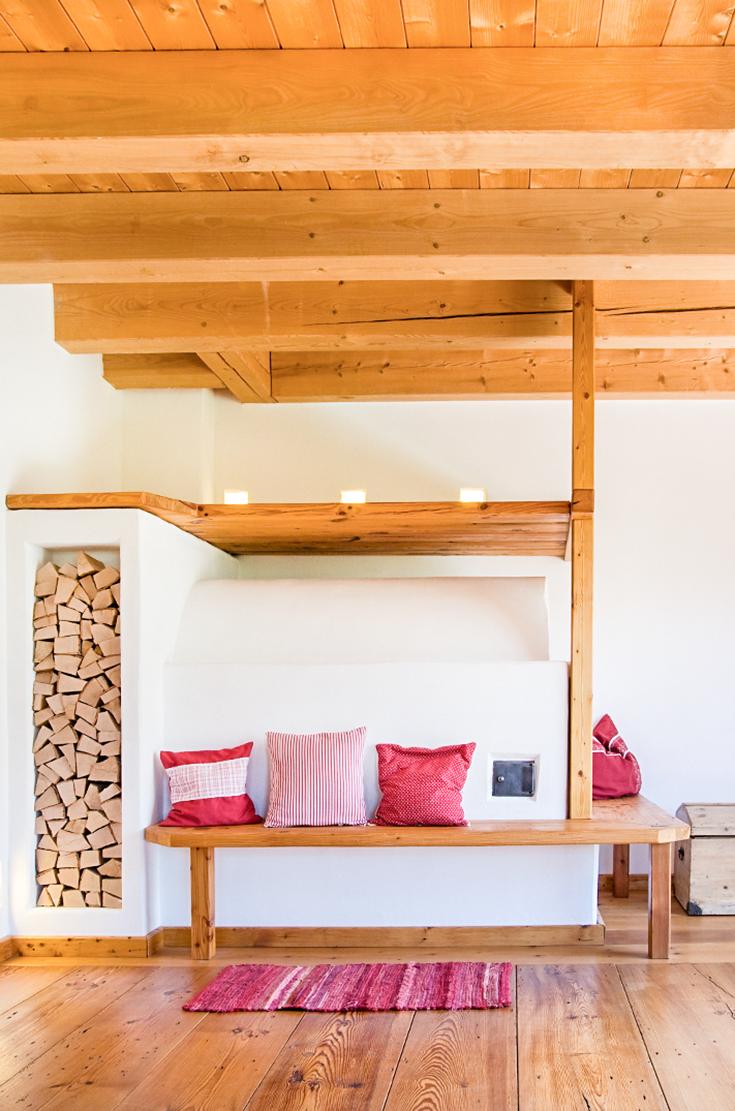 Innenarchitektur wohnzimmer grundrisse holz ist der beste freund des kachelofens  hier mit einer