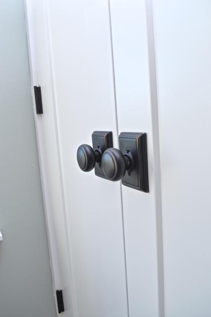 Choosing door hardware for a farmhouse Cheap interior