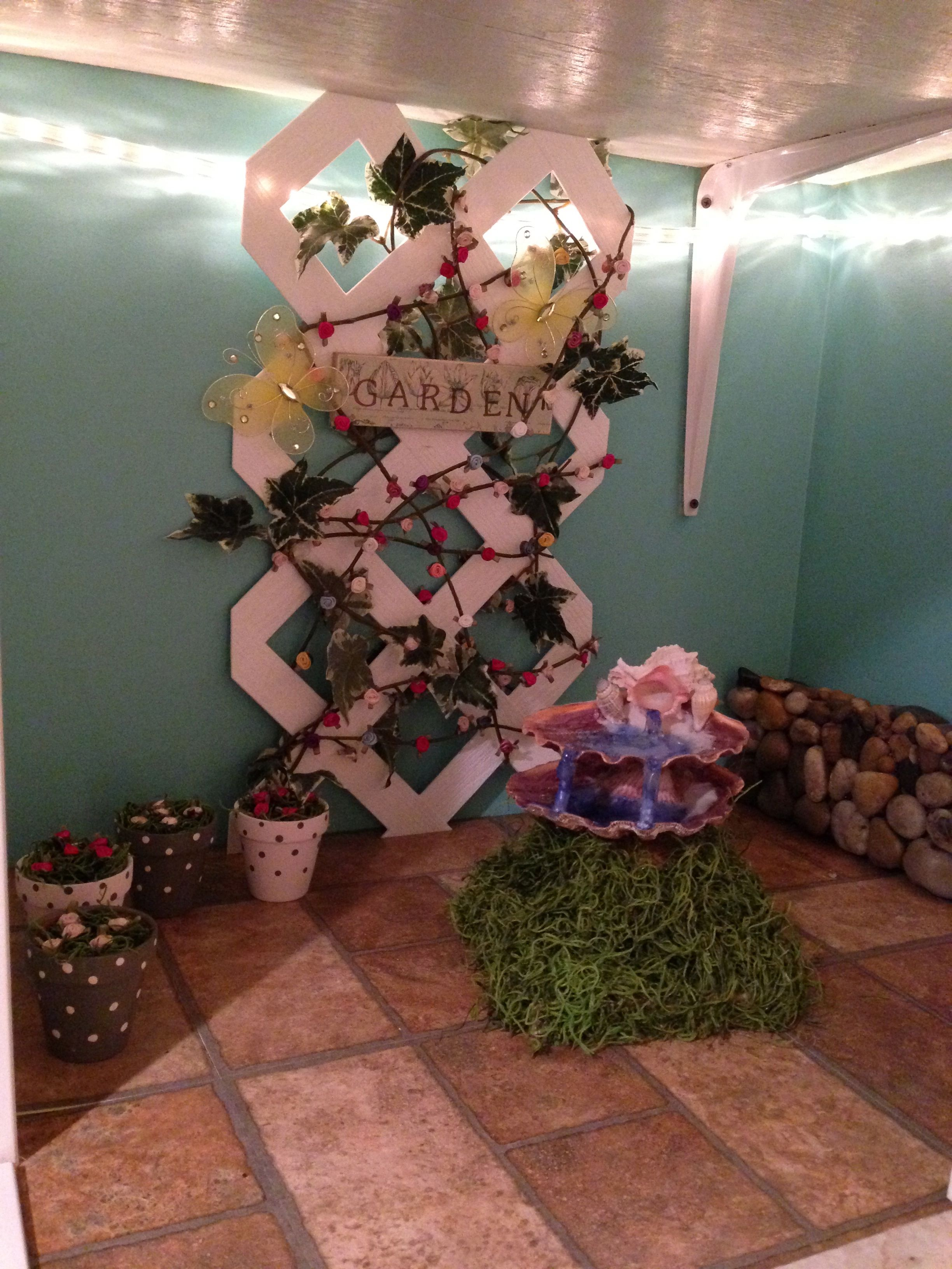 Attractive Garden Alcove In The Doll House
