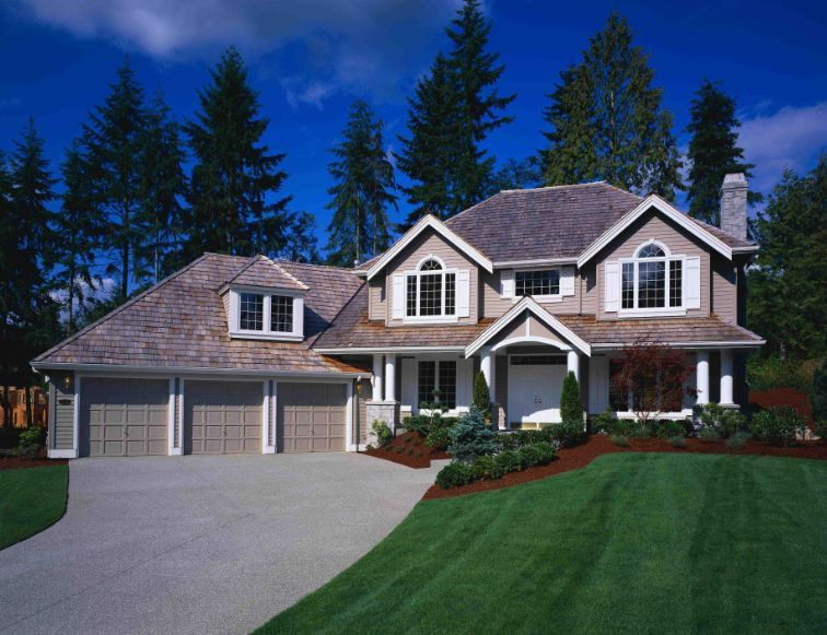 Big, beautiful home with a large yard! | Beautiful houses ...
