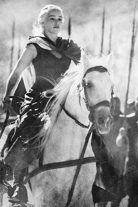 """""""Io sono Daenerys Targaryen, nata dalla tempesta, la Madre dei draghi, la non-bruciata,  khaleesi del khalasar di khal Drogo, regina dei Sette Regni dell'occidente""""❤"""
