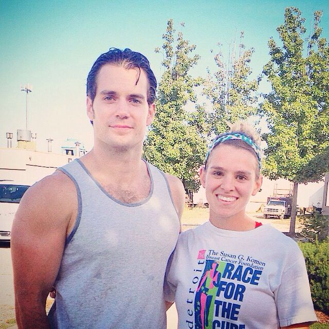 Henry poses with daynakleist in MI. He was at her gym today.. no big deal #swoontastic http://t.co/c1wyZYFZkq : #HenryCavill #Superman #ManofSteel #BatmanvSuperman #Detroit #Filming #CrossFit