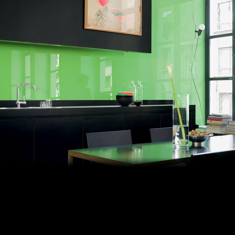 1) exemple de verre laqué utilisé comme revêtement de mur cuisine et