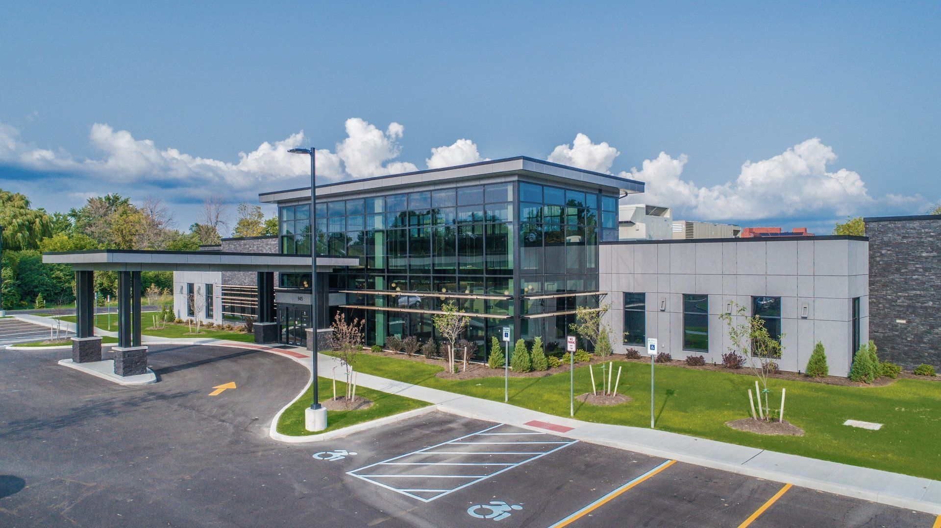 Ny Ambulatory Surgery Center Of Wny Architecture Firm Silvestri Architects Pc Address 945 Sweet Home Healthcare Architecture Facade Panels Architecture